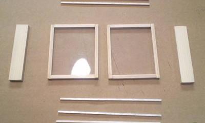 スライド式窓の材料をカット
